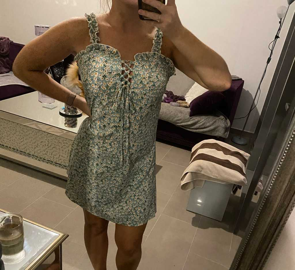 Size small dress will fit 6-8