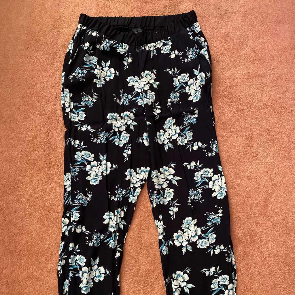 Floral baggy pants
