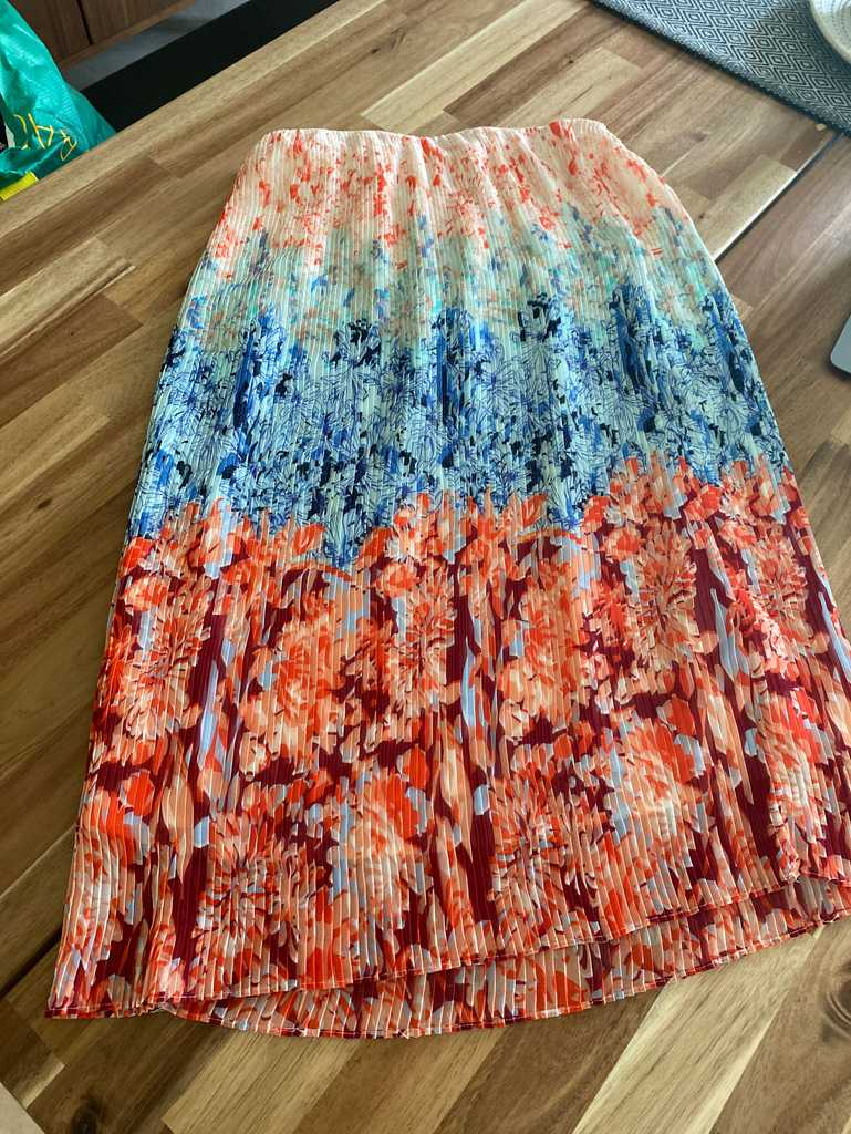 H and M elasticated skirt