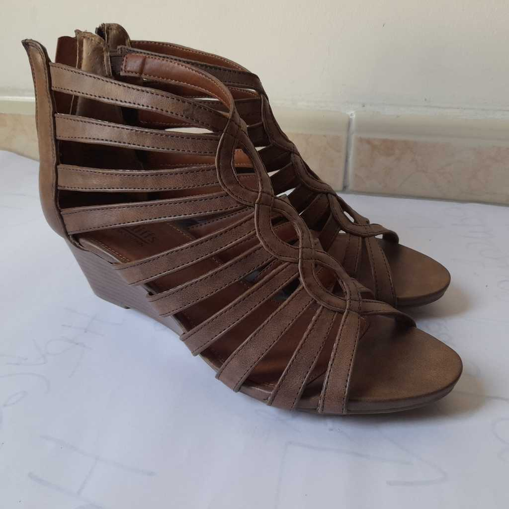 Brown wedges (Cliffs)