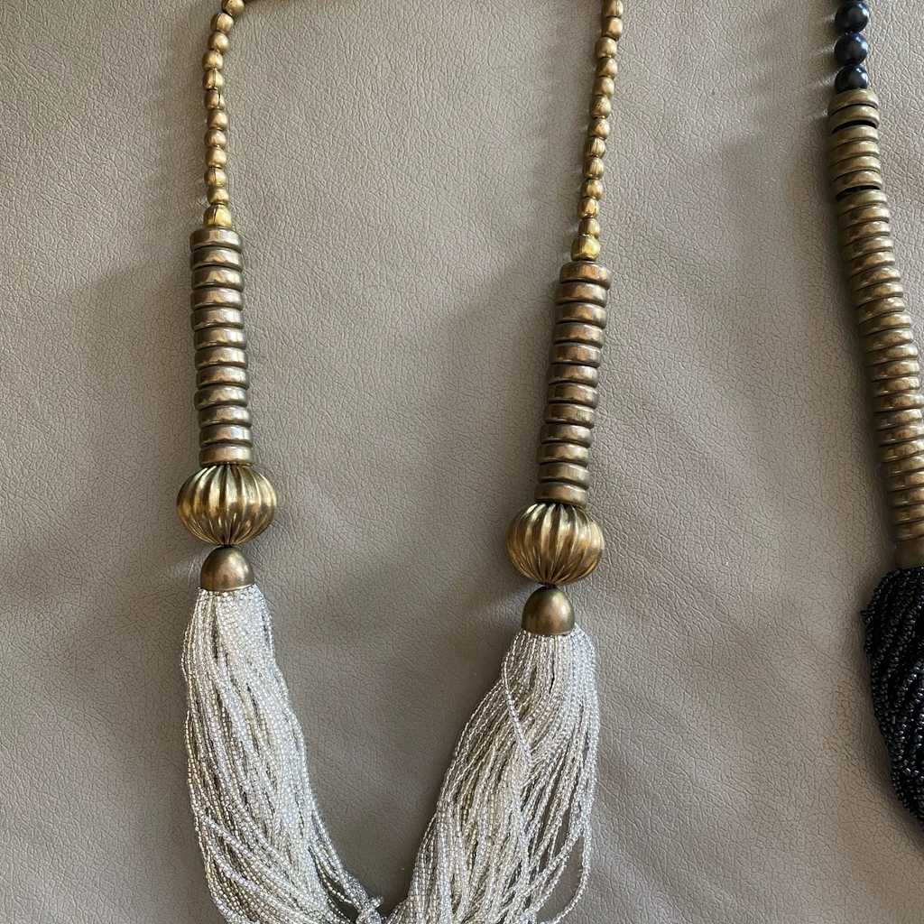 Necklace. Beads and brass.