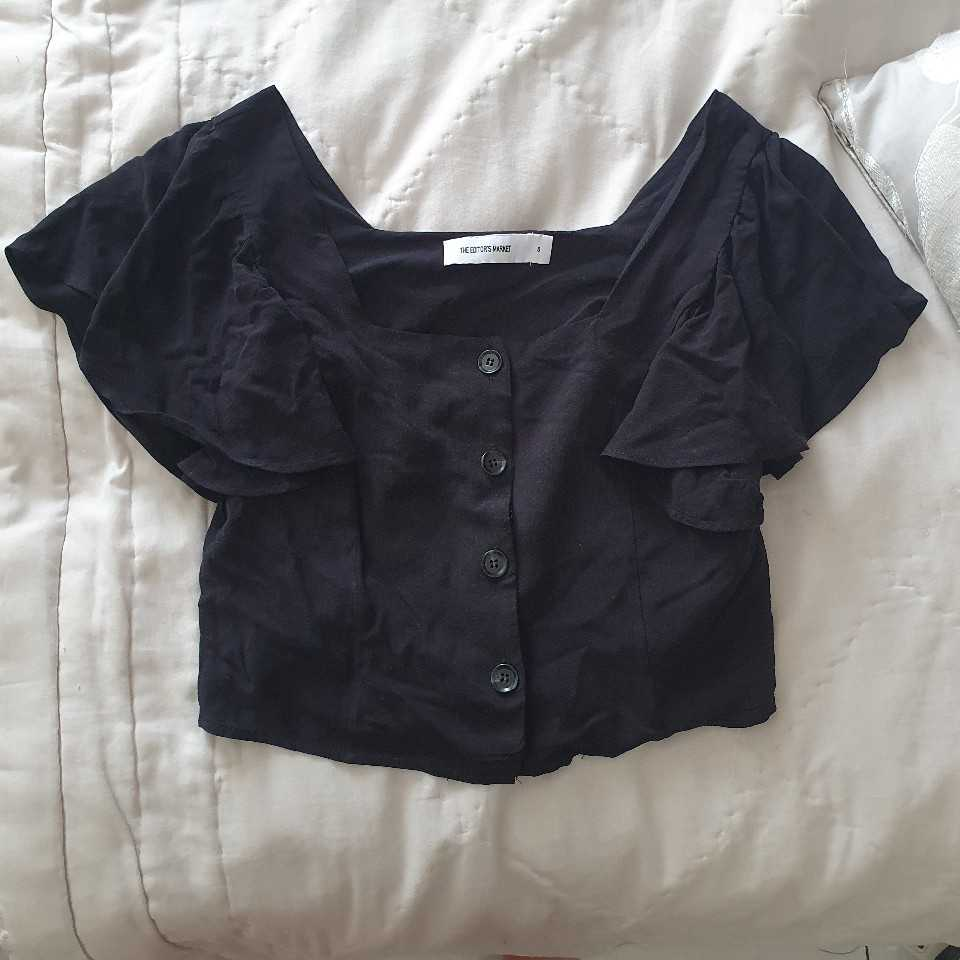 Size S black cropped blouse
