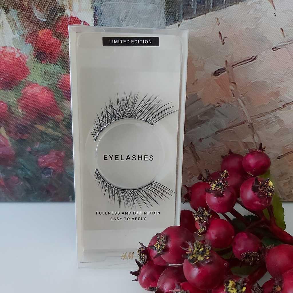 2 eyelashes