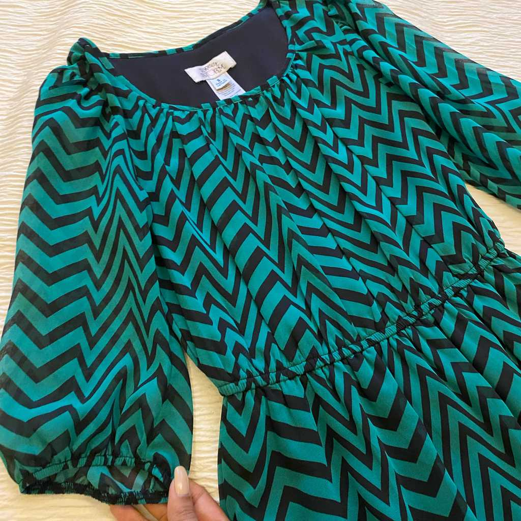 Chevron dress high-low size S
