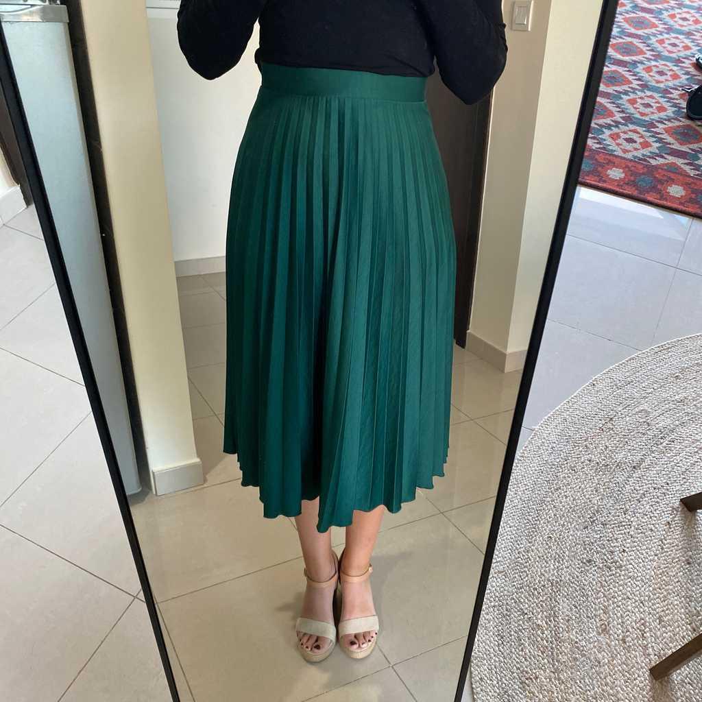 Emerald green skirt. Worn once, midi length.