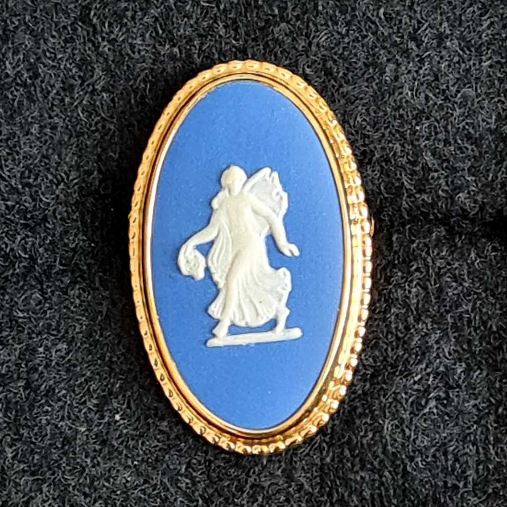 WEDGWOOD FLORAL GIRL MUSE BROOCH