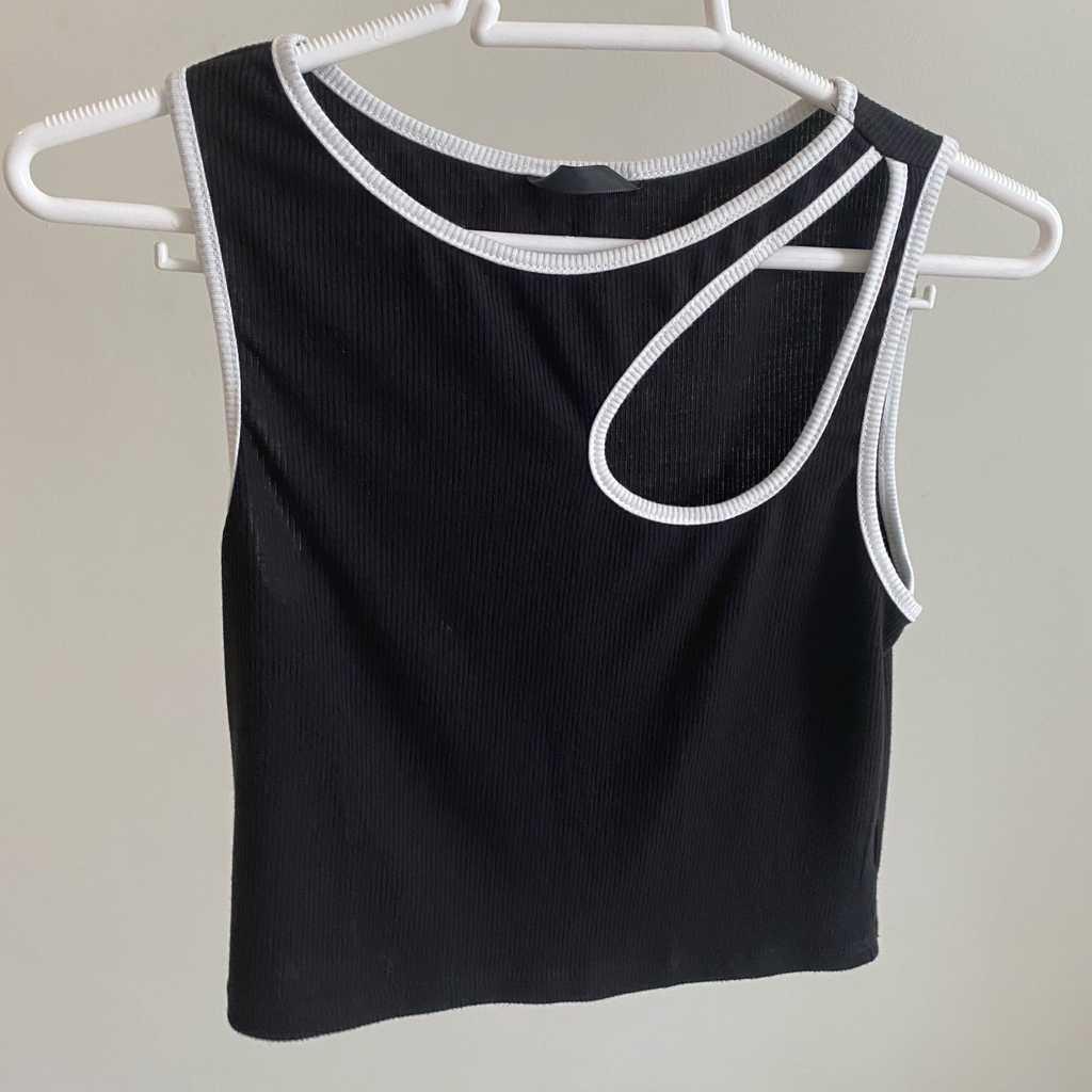 Trendy black top