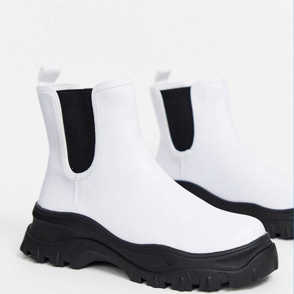 Sporty boots