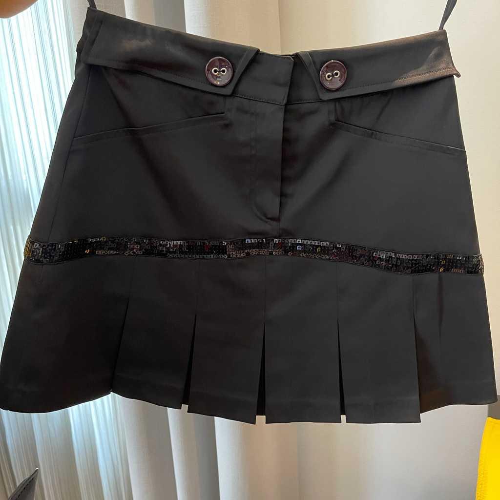 Sexy black mini skirt