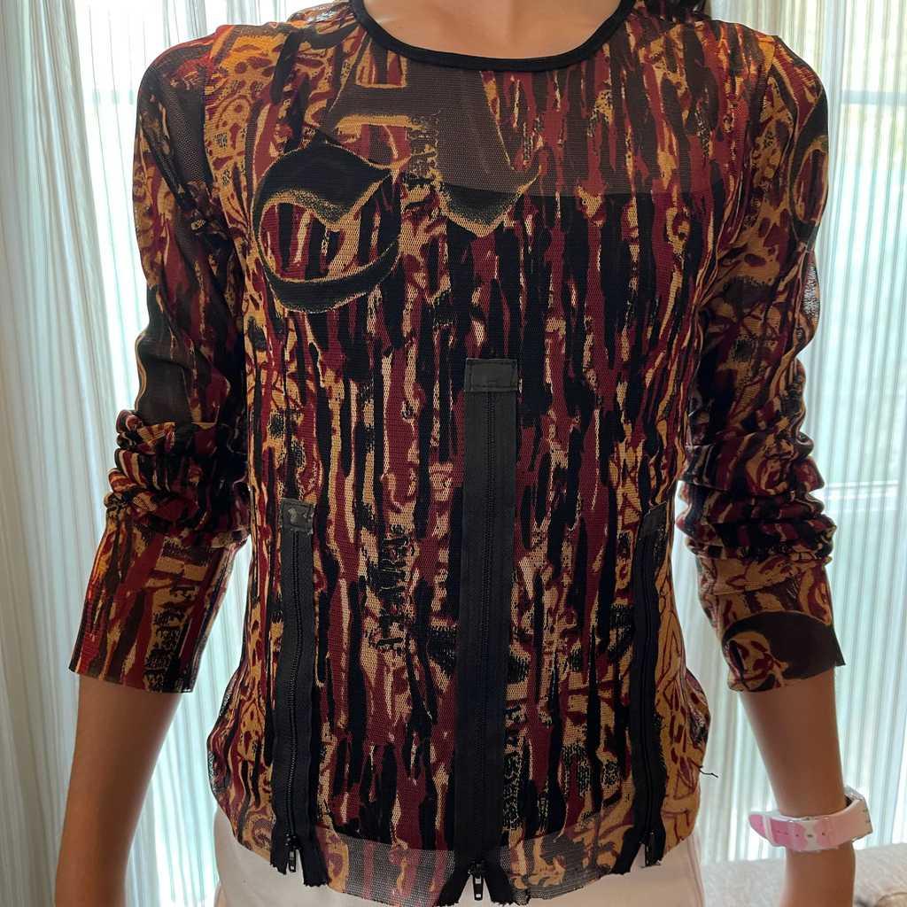 Mesh top with zipper detail