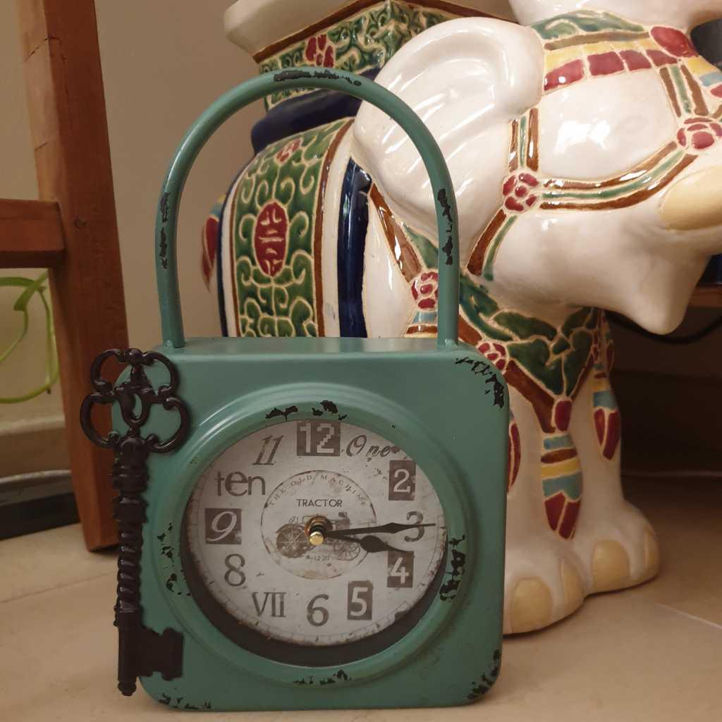 Wysada Teal Green Clock