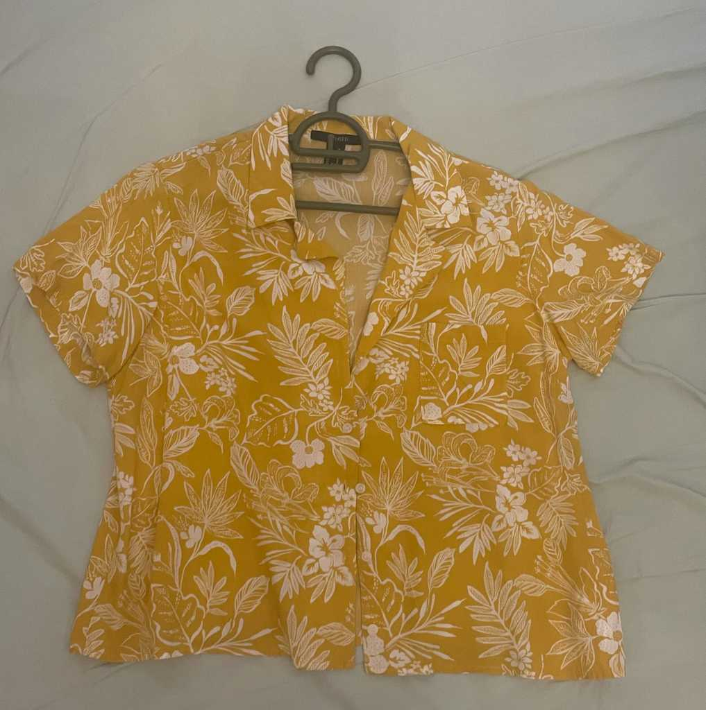 Yellow tropical shirt. Forever 21. Size M.
