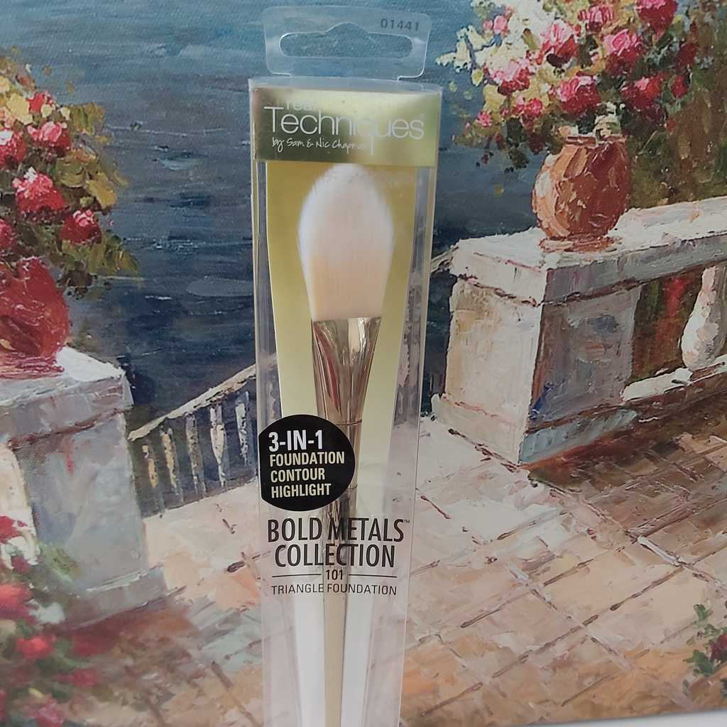 Foundation contour brush
