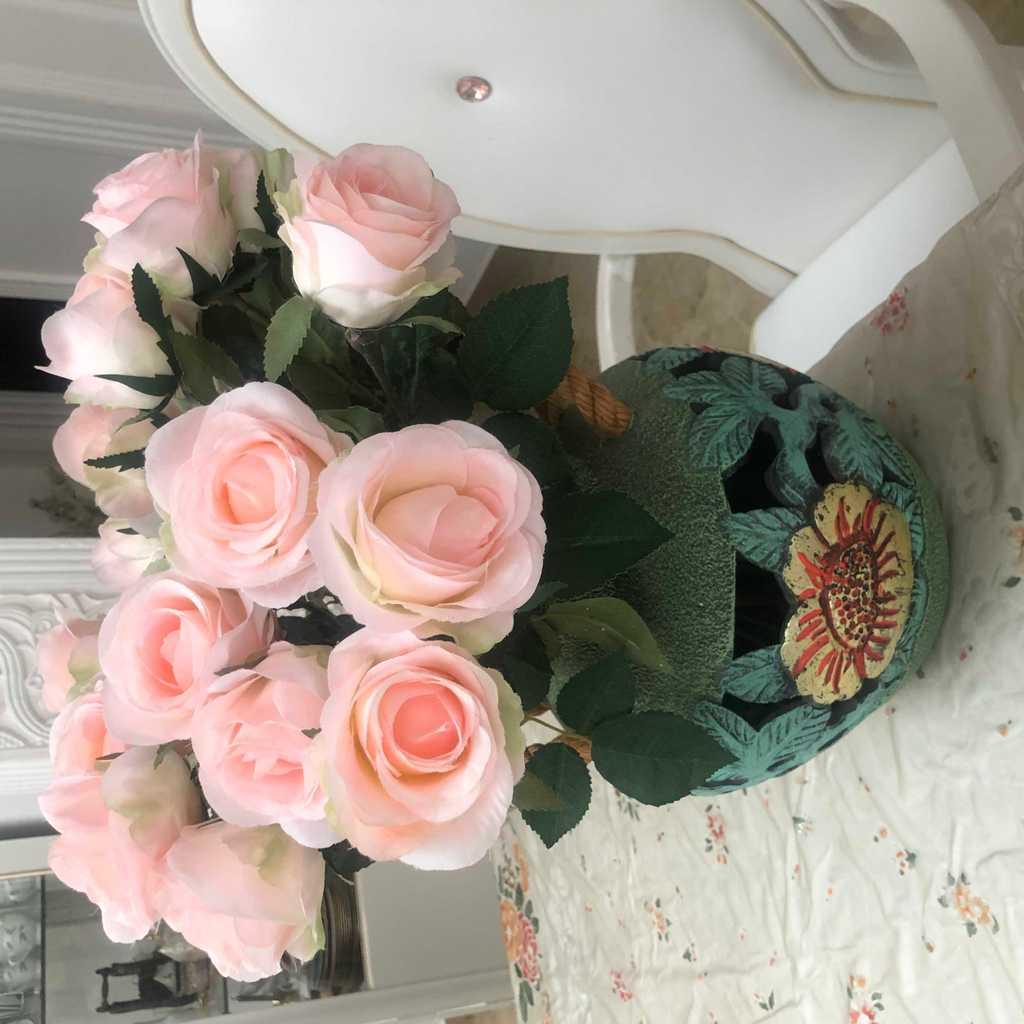 Beautiful Vase with 21 Roses 🌷PRICE REDUCED