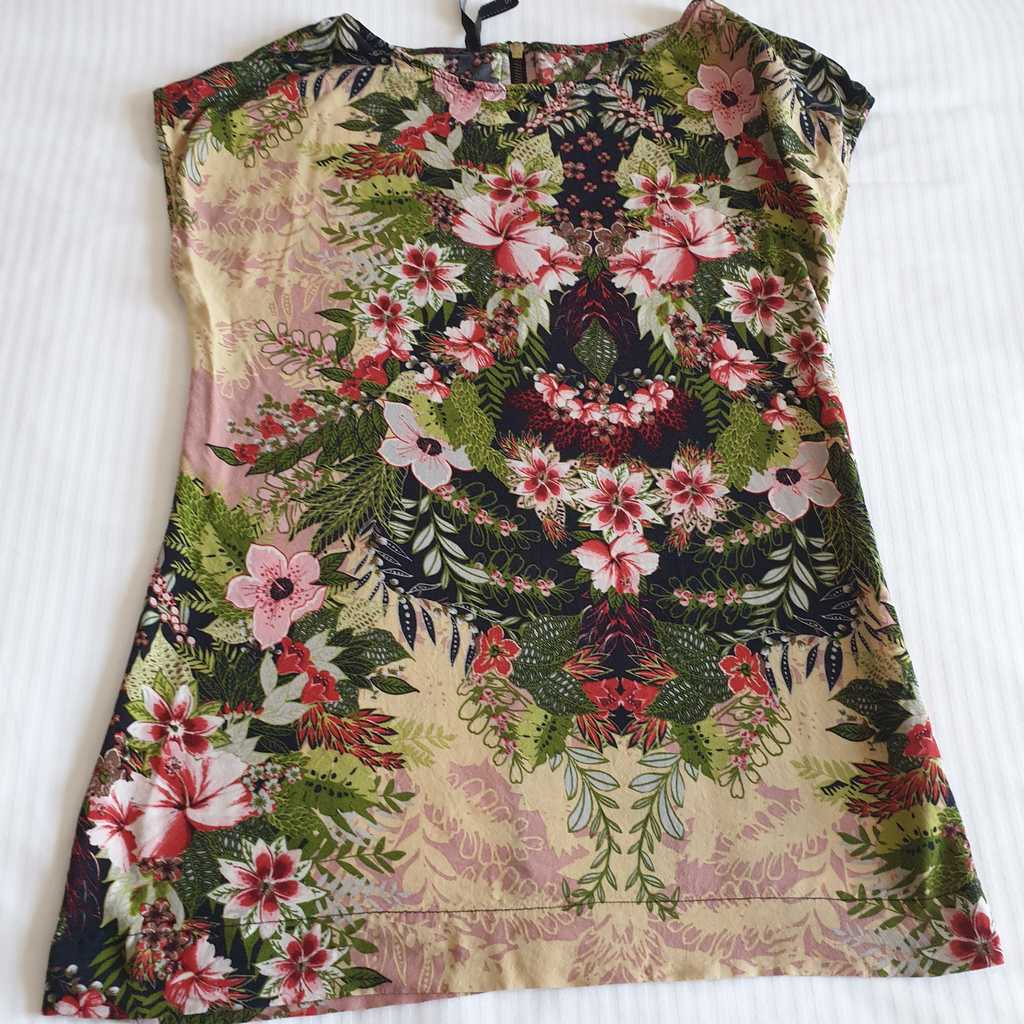 Sleeveless floral print top